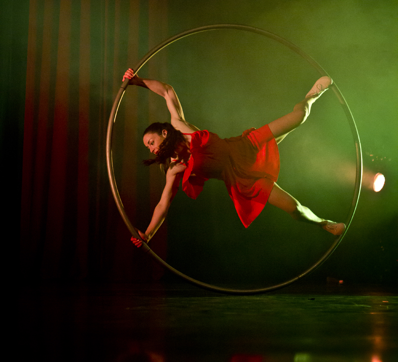 ACROBATIC WHEEL ACT TO HIRE - SHOWSTOPPING CORPORATE ENTERTAINMENT UK