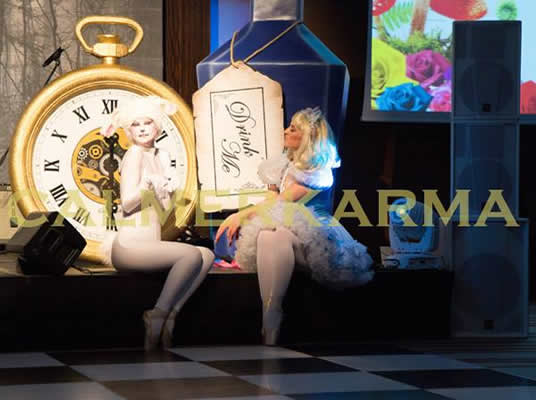 ALICE IN WONDERLAND STAGED ENTERTAINMENT + SHOW - WHITE RABBIT & ALICE DANCERS UK