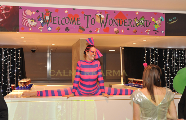 ALICE IN WONDERLAND ENTERTAINERS TO HIRE - CHESHIRE CAT CONTORTION ACT