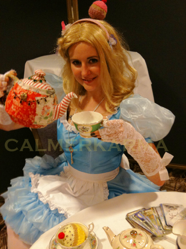 TEA LEAF READERS FOR THEMED PARTIES -ALICE TEA LEAF READER - LONDON