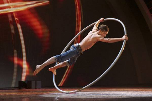 CIRCUS THEMED ENTERTAINMENT - CYR WHEEL ACT