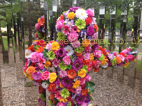 WALKABOUT FLOWER ACTS - BLOSSOM IN HUGS FLOWER MEN TO HIRE GARDEN PARTIES SHOWS AND FLOWER THEMED EVENTS UK