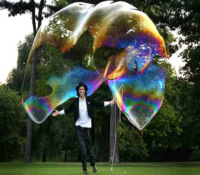 ENTERTAINMENT FOR FESTIVALS - BUBBLE PERFORMERS FAMILY EVENTS