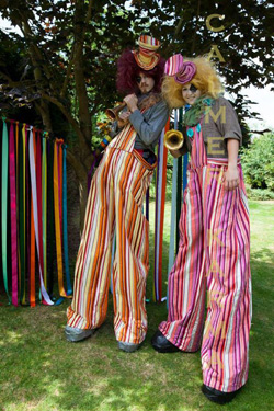 CIRCUS THEMED ACTS - CLOWN STILT WALKERS WHO BALLOON MODEL OR BLOW GIANT BUBBLES TO HIRE UK