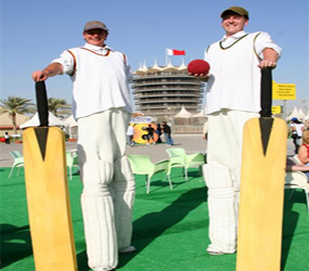 CRICKET BAT STILTS - SPORTS EVENT THEMES - HOWZAT!