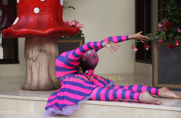ALICE IN WONDERLAND THEMED ENTERTAINMENT - CHESHIRE CAT CONTORTIONIST