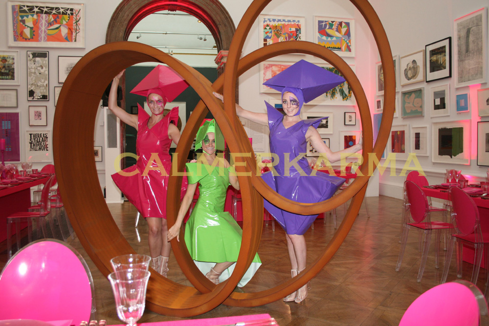 ART AND AVANT GARDE THEMED ENTERTAINMENT - THE FASHIONISTAS- LIVING STATUES OR CANAPE HOSTESS ACT TO HIRE UK