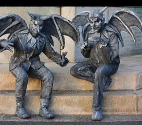 HALLOWEEN PARTIES - GOTHIC GARGOYLES - LIVING ACT