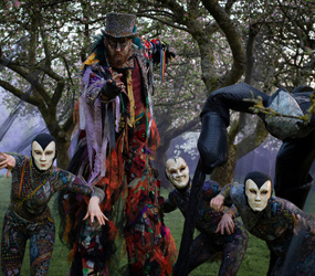 HALLOWEEN ENTERTAINMENT WOODLAND HORROR STILTS +ACROBATS