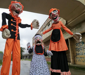 HALLOWEEN HAUNTED PUPPET STILT WALKERS