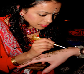 BOLLYWOOD & INDIAN THEMED ENTERTAINMENT - HENNA ARTISTS - INDIAN WEDDING ENTERTAINMENT