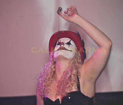 HALLOWEEN THEMED ENTERTAINMENT - GRUESOME SIDESHOW ACTS- RAZOR BLADE SWALLOW
