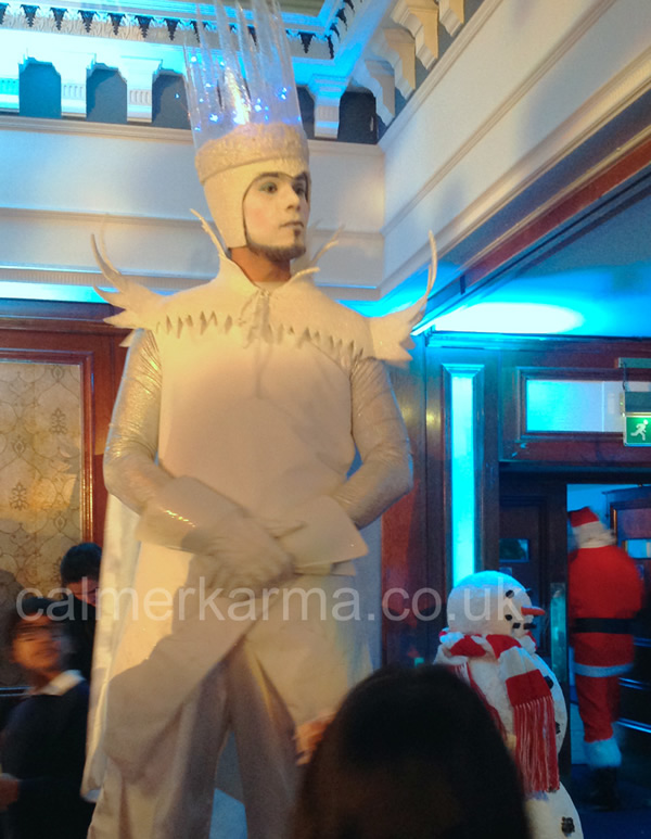 ICE-KING-STILT-WALKER-WINTER-WONDERLAND-EVENT-HIRE