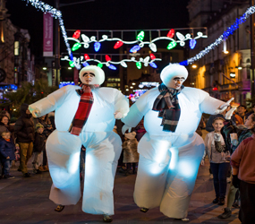 SNOWMEN STILTS - LED XMAS STILTS TO HIRE