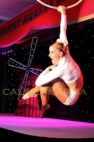 MOULIN-THEMED-ENTERTAINMENT-AERIAL-HOOP-ACT