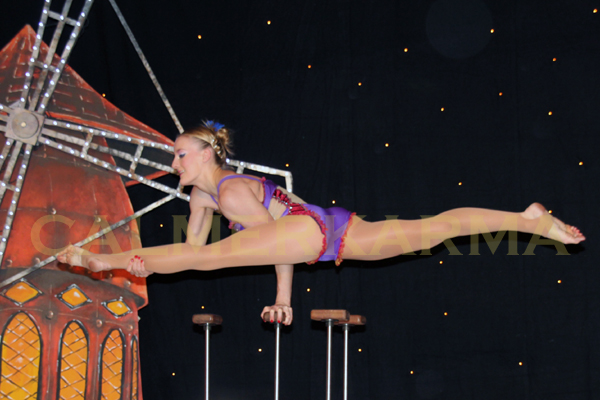 MOULIN-ROUGE-THEMED-ACROBAT-ACT