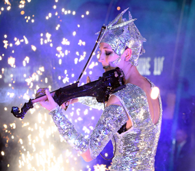 WINTER WONDERLAND THEMED ENTERTAINMENT -LED ACTS - MIRROR VIOLIN