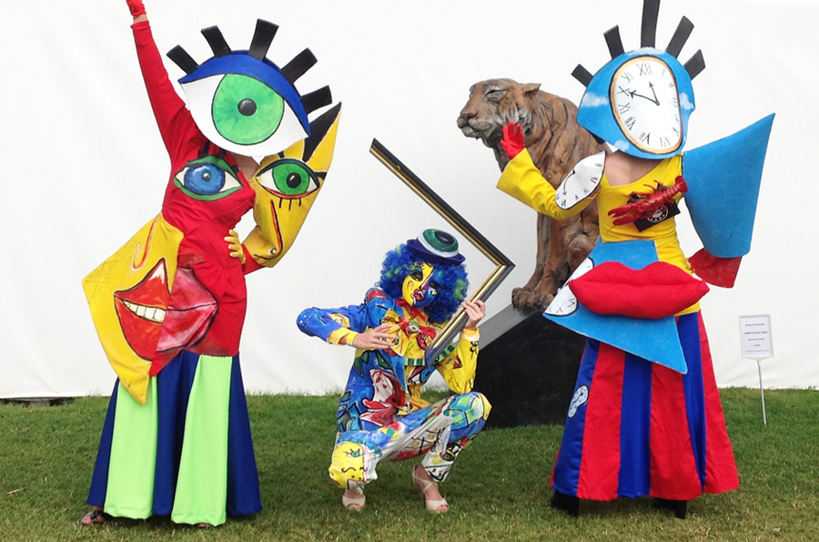 PICASSO PEOPLE WALKABOUT STYLISED ACT TO HIRE UK AND INTERNATIONALLY