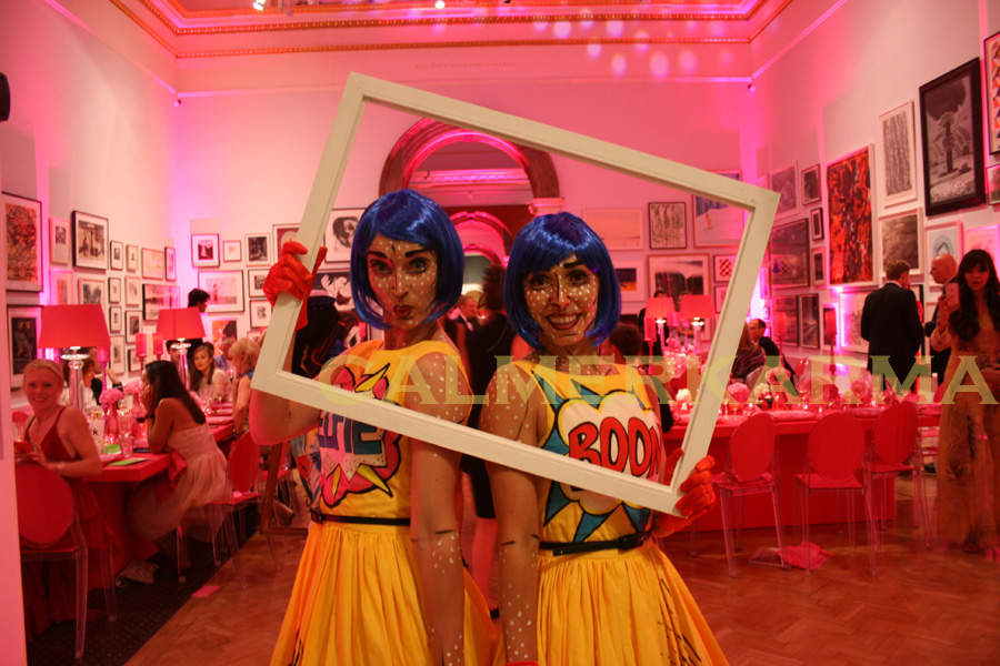 THE POP-ARTIANS WALKABOUT PHOTO FRAMES ACT