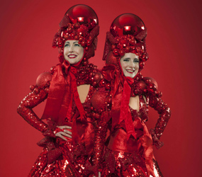RED-BAUBLE-XMAS-STILT-WALKERS-TO-HIRE