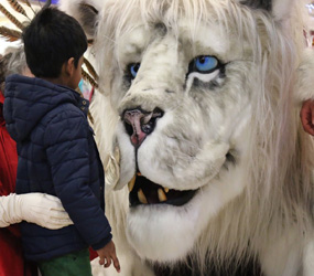 WINTER WONDERLAND NARNIA ACTS TO HIRE - ANIMATRONIC SNOW LION ACT