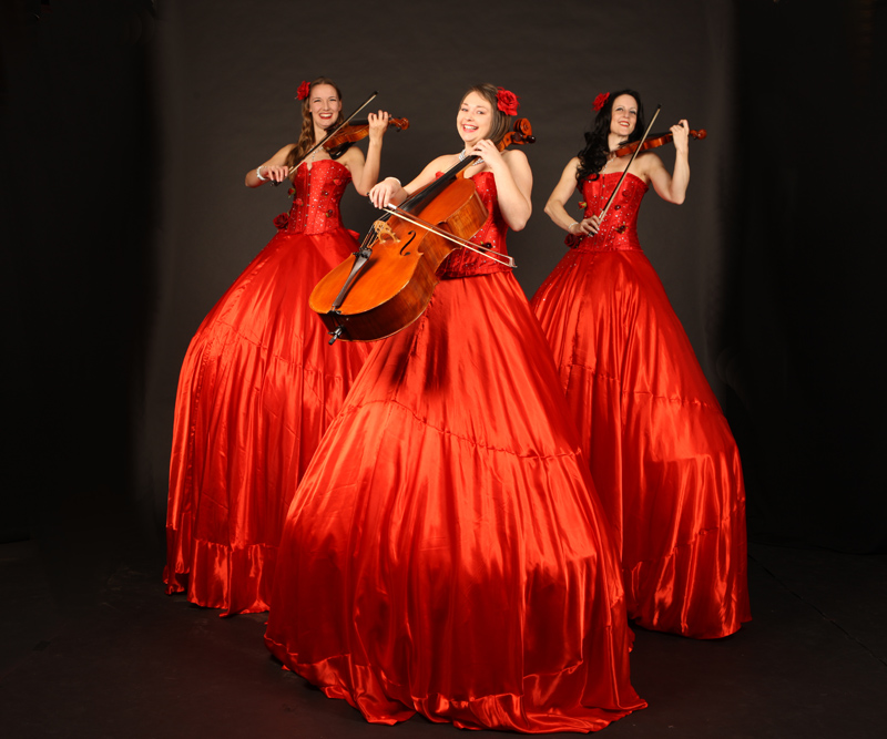 STILT STRINGS - A TRIO OF CLASSICAL MUSICIANS ON STILTS TO HIRE