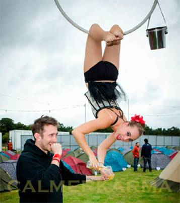 SUMMER PARTY ENTERTAINMENT - AERIAL DRINKS SERVERS