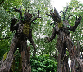 GARDEN AND WOODLAND THEMED ENTERTAINMENT - THE TALKING TREE STILTS