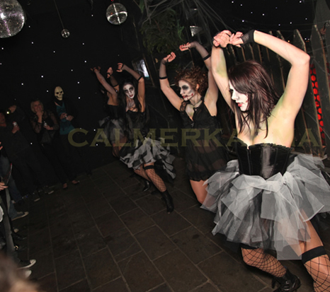 HALLOWEEN THEMED DANCERS - THRILLER ROUTINE THE ZOMBIE DOLLS - AVAILABLE FOR HIRE IN LONDON, MANCHESTER & UK