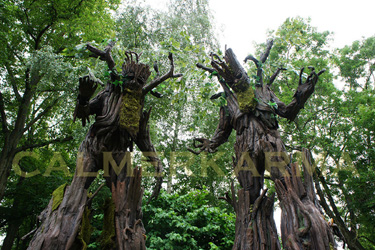 woodland themed acts to hire - the talking tree stilts