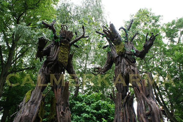 STILT WALKERS TO HIRE - TREE THEMED STILTS