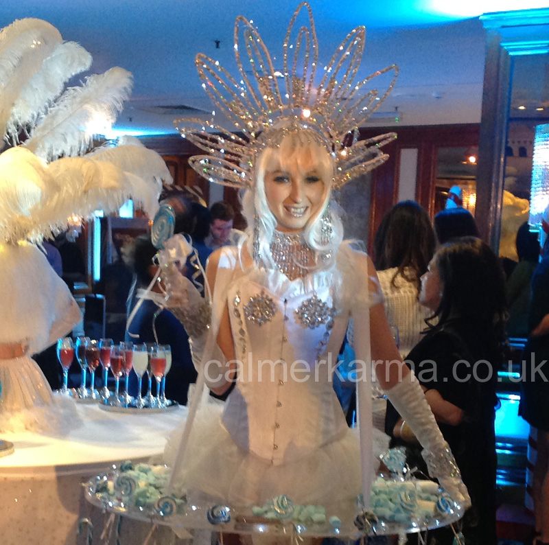 WINTER WONDERLAND ACTS - WINTER KISSES LIVING CANAPE ACT - LONDON