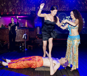 ARABIAN-NIGHTS THEMED ENTERTAINMETN TO HIRE - BED OF NAILS BEDOUIN ACT