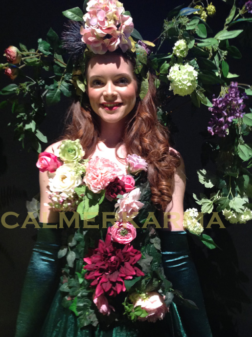 GARDEN AND SUMMER PARTY ENTERTAINMENT - BLOOMING FIZZ GARDEN CANAPE HOSTESS