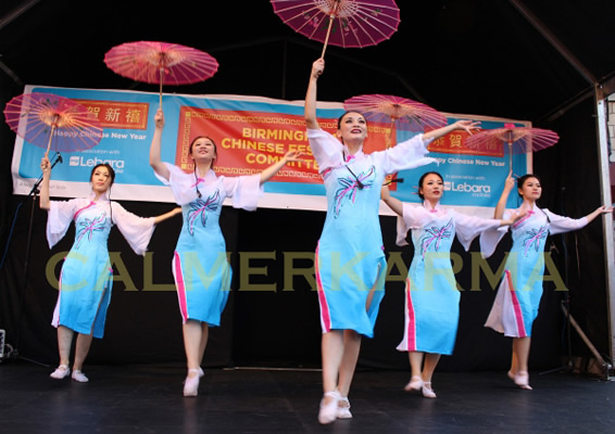 CHINESE DANCERS FOR EVENTS - AUTHENTIC CHINESE UMBRELLA DANCE PERFECT FOR CHINESE NEW YEAR THEMED EVENTS - LONDON