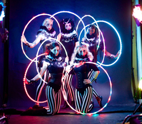 GREATEST SHOWMAN THEMED STAGE ENTERTAINMENT HULA HOOPING TROUPE ACT