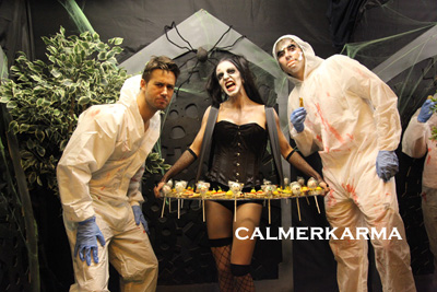 HALLOWEEN-THEMED-ENTERTAINMENT-ZOMBIE-DOLLS-LIVING-CANAPE-ACT