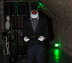 HALLOWEEN HEADLESS WAITER ACT TO HIRE - HALLOWEEN ENTERTAINMENT UK