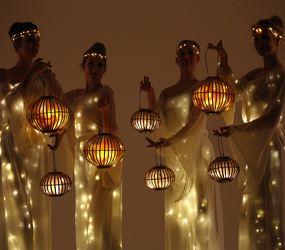 FESTIVE LED LANTERN STILTS
