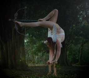 LUXURY PARTY ENTERTAINMENT - JAW DROPPING FOOT ARCHERY ACT HIRE UK