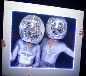 CHRISTMAS PARTY ENTERTAINMENT - MIRROR HEAD DISCO DANCERS ACT