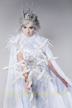 SNOW QUEEN-BALLOON MODELLER TO HIRE UK