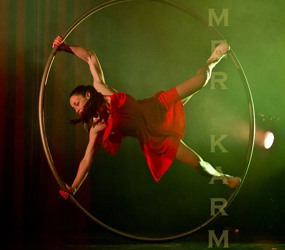 WHEEL ACROBAT ACT - LONDON -CYR