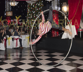 CHRISTMAS PARTY ENTERTAINMENT - CANDY CANE WHEEL ACROBAT TO HIRE